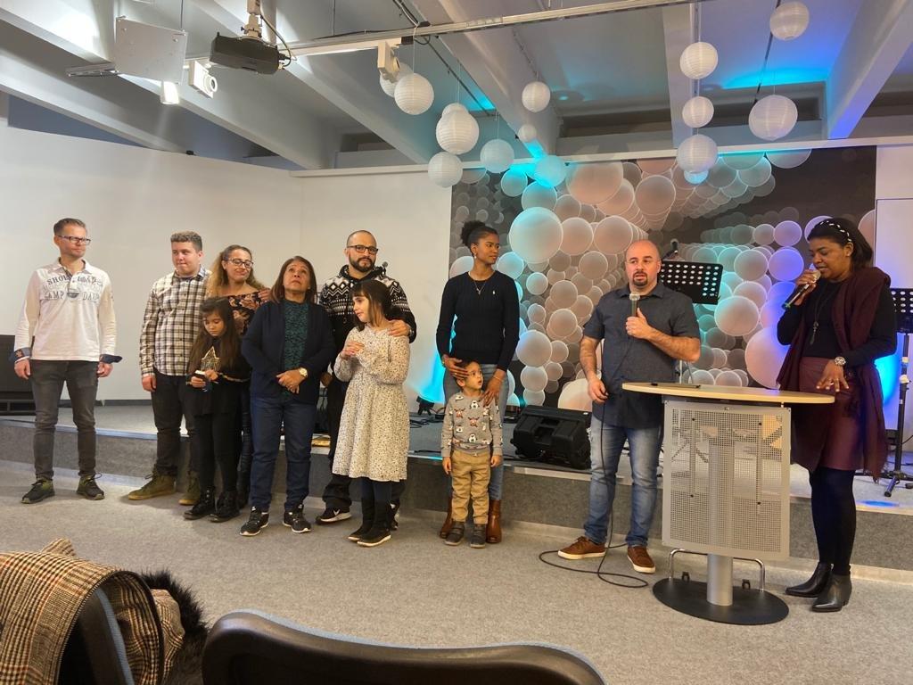 Kinder werden gesegnet und Gott vorgestellt!